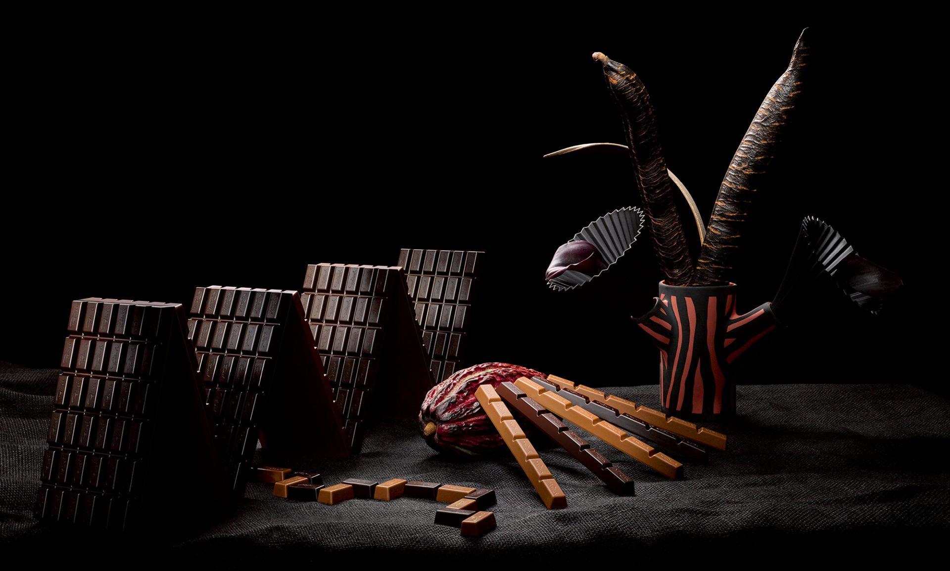 Aufwändige Fotokompositionen im Stil alter Meister kombiniert mit frischen klaren Farben zeigen die Schokoladen auf neue Weise und vermitteln das entspannte Verhältnis des Unternehmens zur eigenen Tradition. Fotos von Fotograf Attila Hartwig