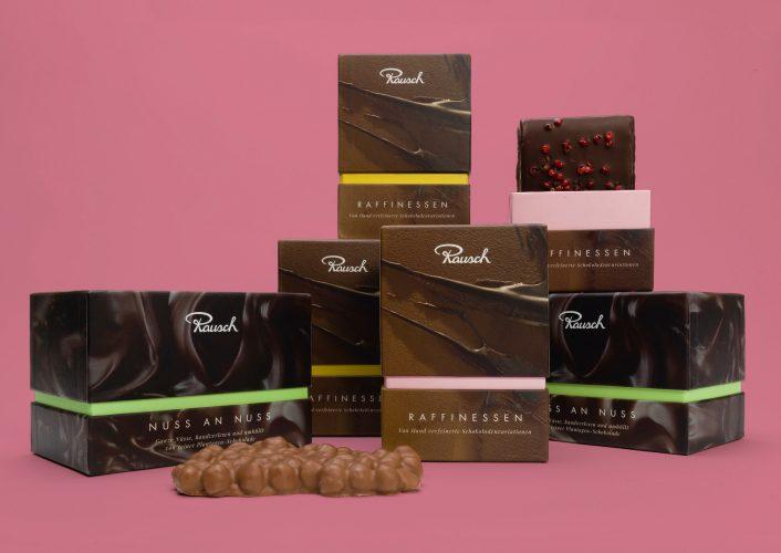 Für die neuen Pralinen- und Schokoladenkreationen der Marke Rausch konzipiert Realgestalt Verpackungen und Namen, die Großes verheißen: Majestäten, Signaturen, Raffinessen.