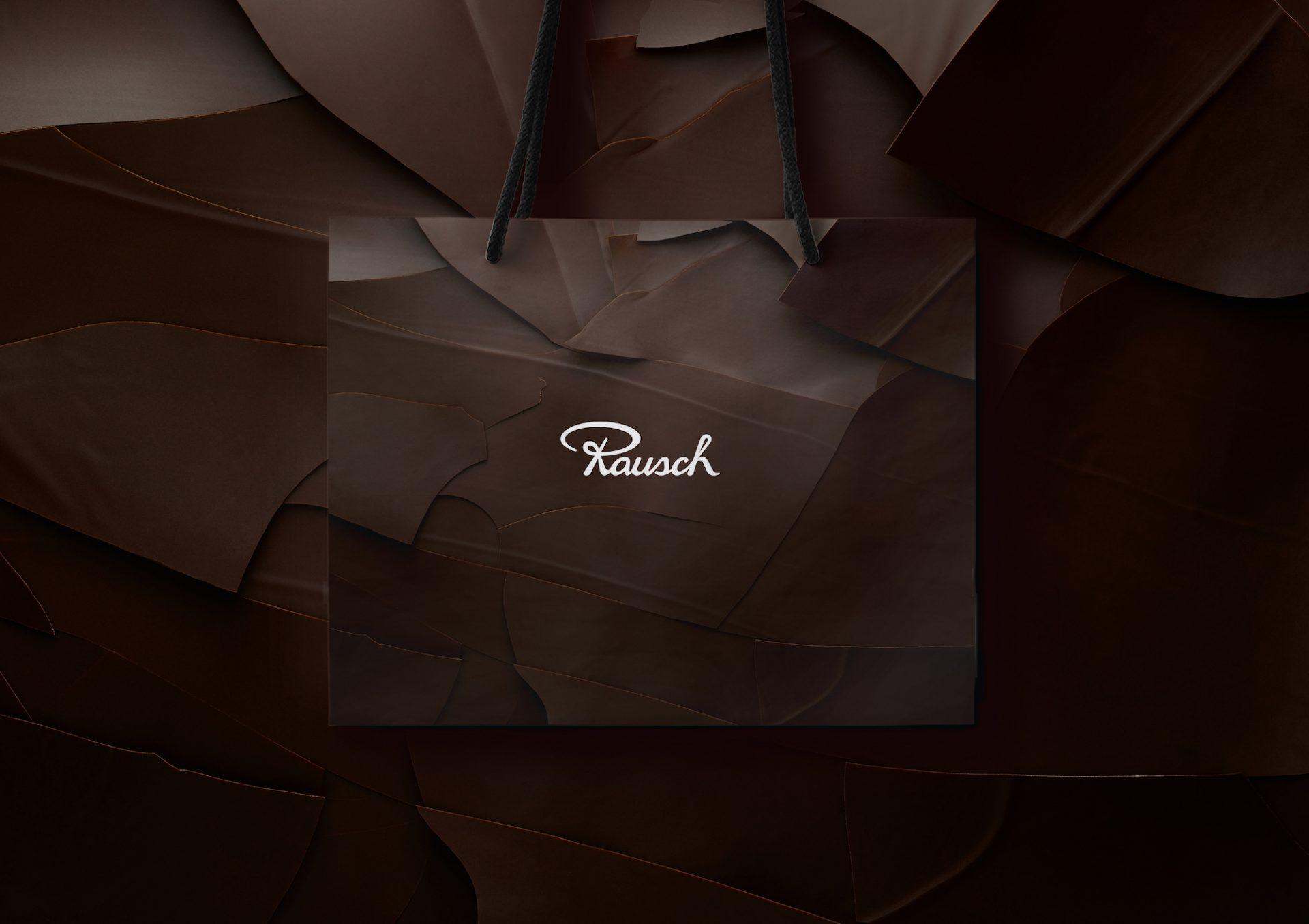 Als Teil des neuen Brand Designs der Marke Rausch hat Realgestalt gemeinsam mit dem Fotografen Attila Hartwig neue Verpackungen gestaltet – hier eine Tragetasche.