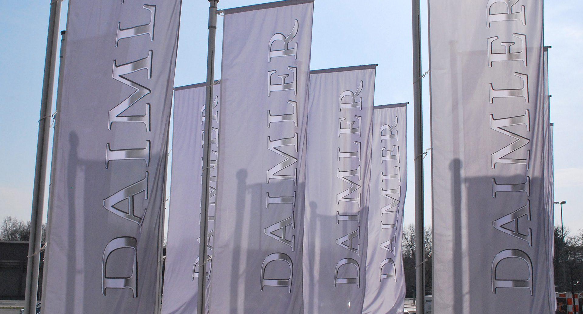 Daimler Corporate Design Logo auf Fahnen