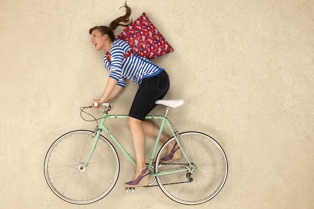 LOQI Fotoproduktion Jan von Hofleben Frau auf Fahrrad