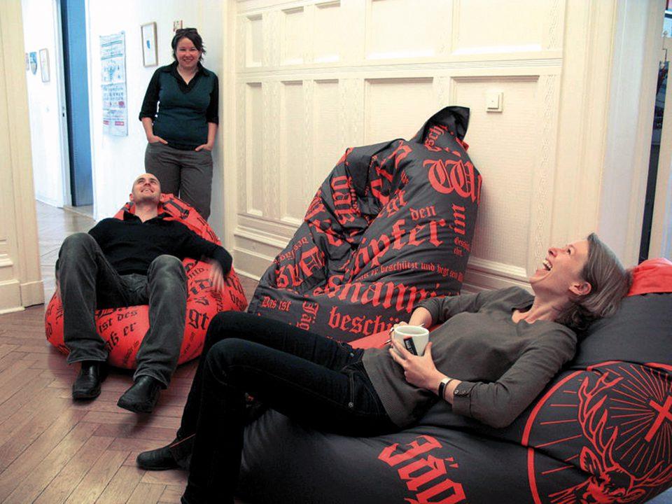 Sitzsäcke mit Jägermeister-Wortmarke im neuen Brand Design entwickelt von Realgestalt